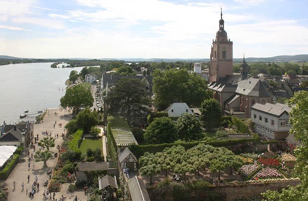 Eltville, Blick vom Burgturm auf Stadt und Rhein