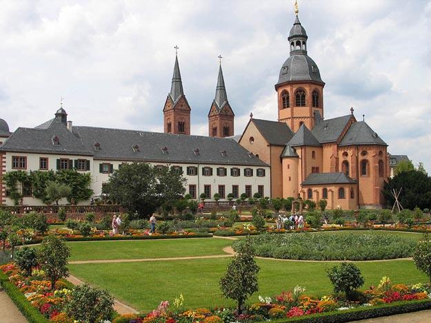Seligenstadt, Kloster und Einhardbasilika